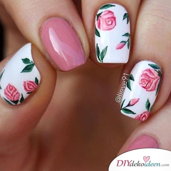 Romantisches Rosenmotiv für Frühlingsnägel