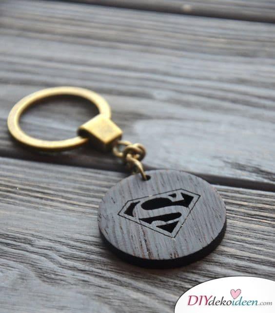 Geschenk für den besten Freund zu Weihnachten – Superman-Schlüsselanhänger