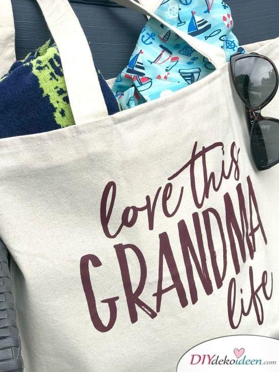 Omas neue Einkaufstasche