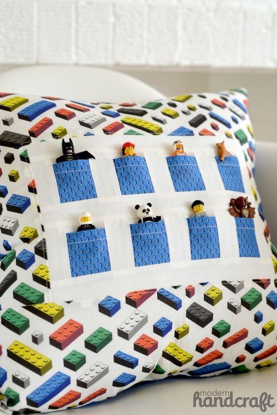 Kissen mit LEGO-Figuren - Geschenkideen selber machen für Jungs