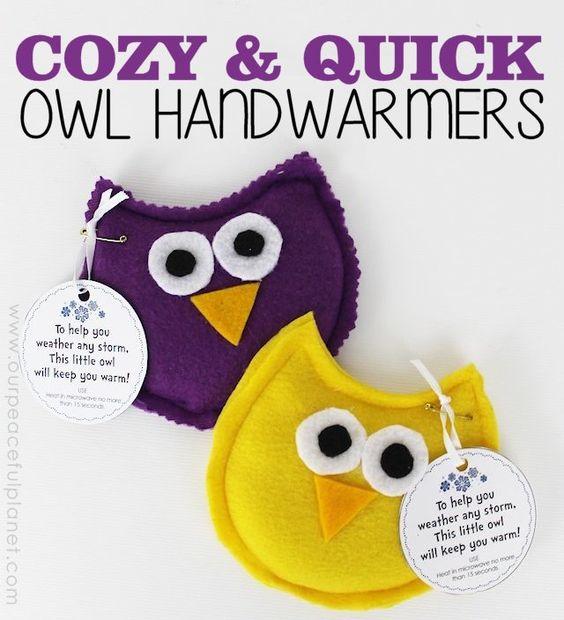Eulen-Handwärmer - kleine Geschenke für Kinder basteln
