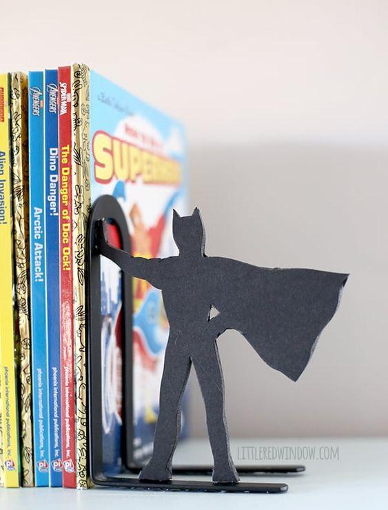 Superhelden-Buchstützen - Geschenk für den Bruder selber machen