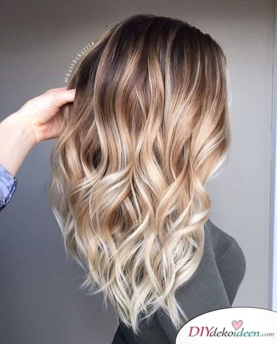 Frisuren für lange Haare – sanfte Wellen in Ombré
