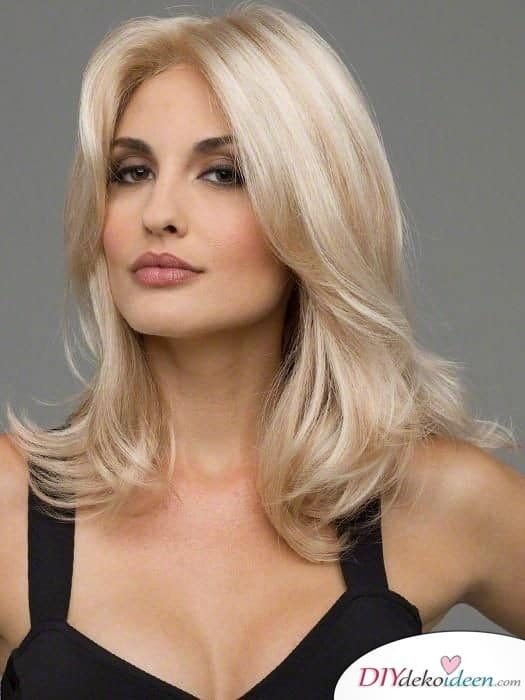 Frisuren für mittellanges Haar – blonde Locken