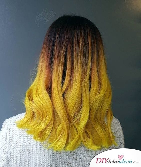Ombré effect in waisted tones - hairstyles for medium hair