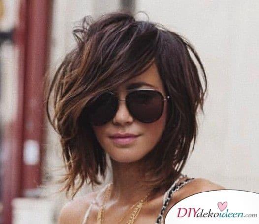 Lockere Frisur mit Seitenscheitel