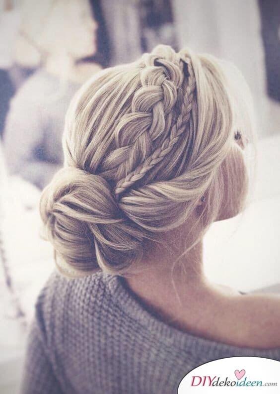 Hochzeitsfrisuren für mittellanges Haar – Dutt mit Zöpfen