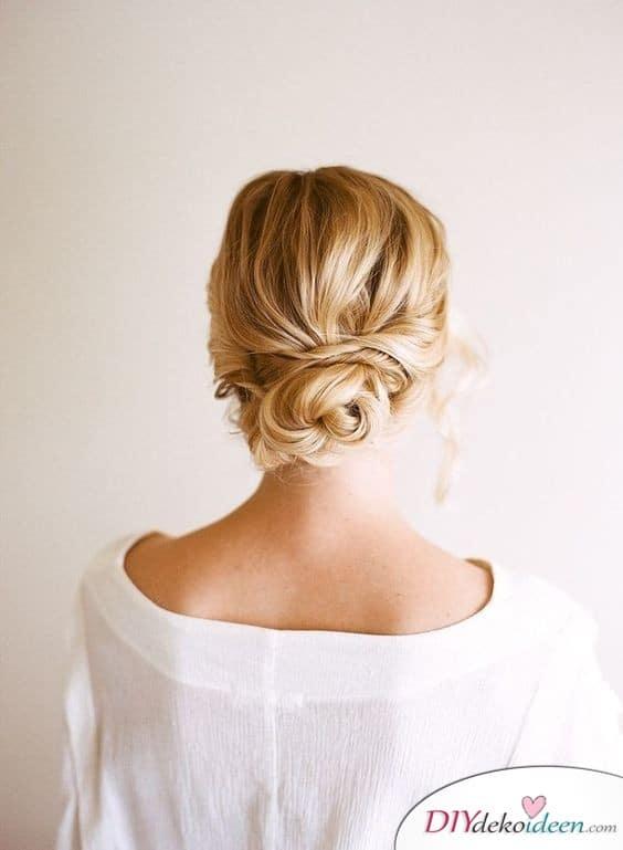Dutt im Nacken - Hochzeitsfrisuren für mittellanges Haar selber machen