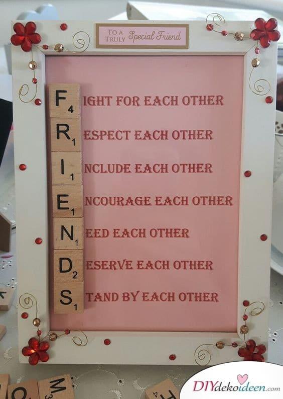 Freundschaftsbild aus Scrabble-Buchstaben - süße Geschenke für die beste Freundin