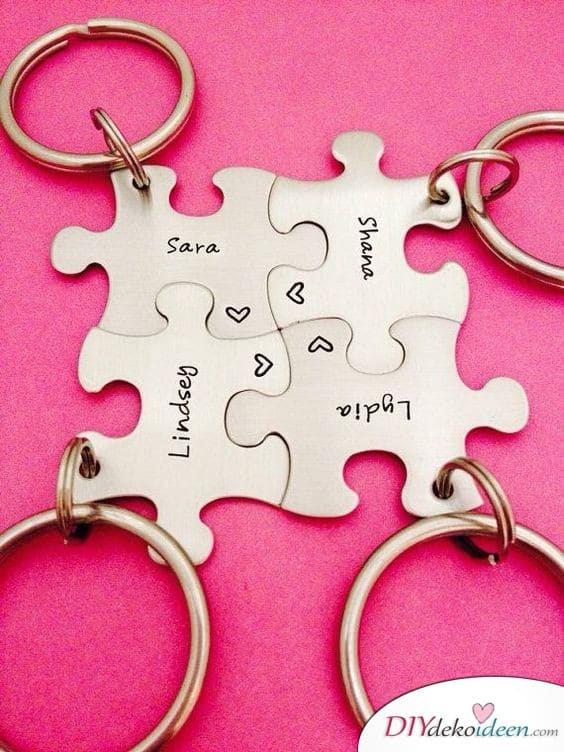 Puzzle keychain for your best friends