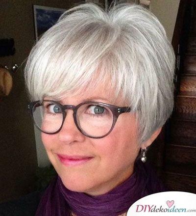 Frisuren für dünnes Haar ab 50 – Trockenshampoo Tipp