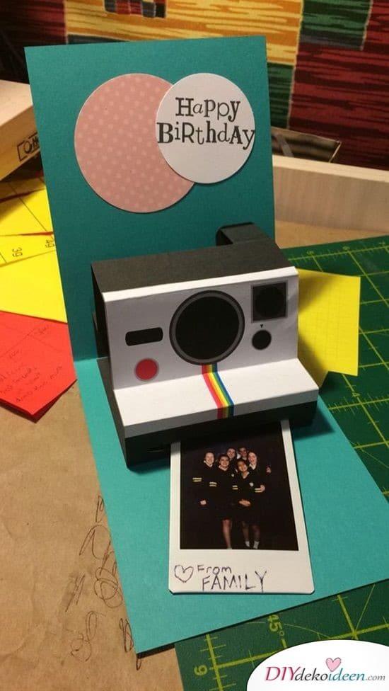Aufklappbare Geburtstagskarte mit Polaroidkamera