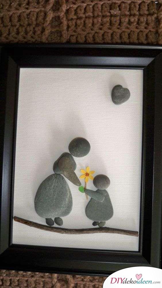 Bild aus Kieseln - persönliches Geschenk für Mama