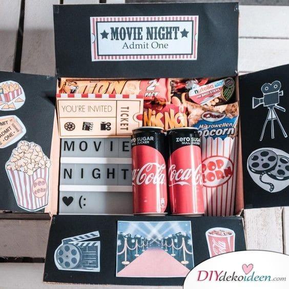 Filmeabend im Karton - Geschenkideen für die Schwester