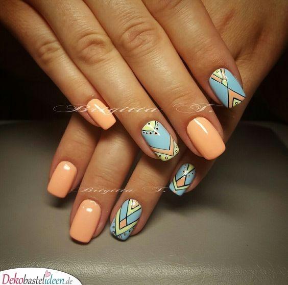 Geometrisches Muster - Nägel Sommer