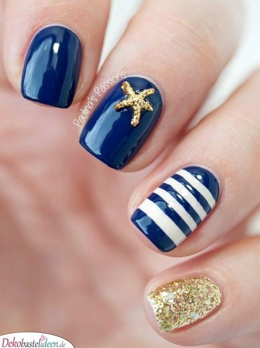 Summer nail with maritime motif