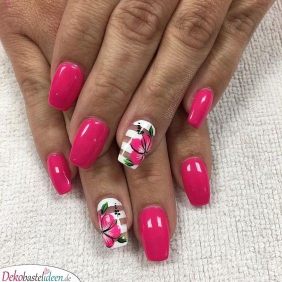Hibiskusblüten - Sommer Nageldesign