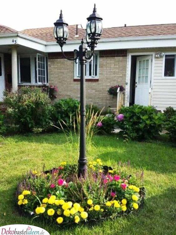 Blumeninsel mit Laterne - Gartengestaltung Ideen Bilder
