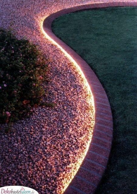 Beleuchtete Gartenbegrenzung - kleine Gärten gestalten
