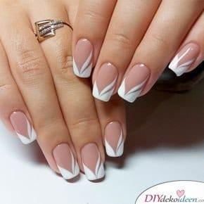 Eine moderne Variante des Klassikers - French Nails
