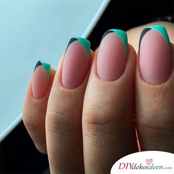 Ein abstrakter Look in grün und schwarz - French Nails