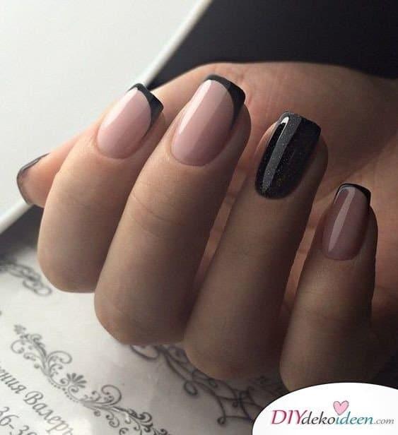 Angesagte French Nails in pink und schwarz