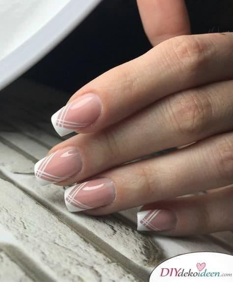 Zarte Linien - French Nails