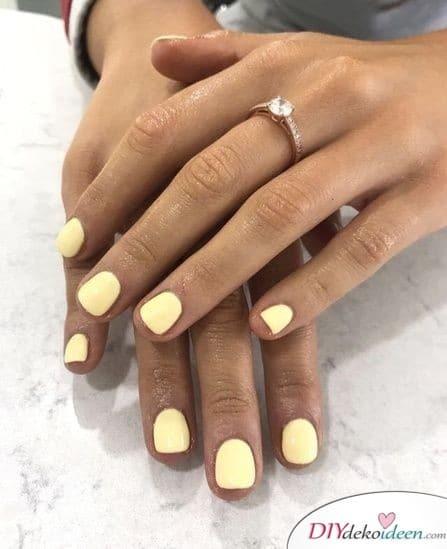 Nageldesign für kurze Nägel – Strahlendes Gelb
