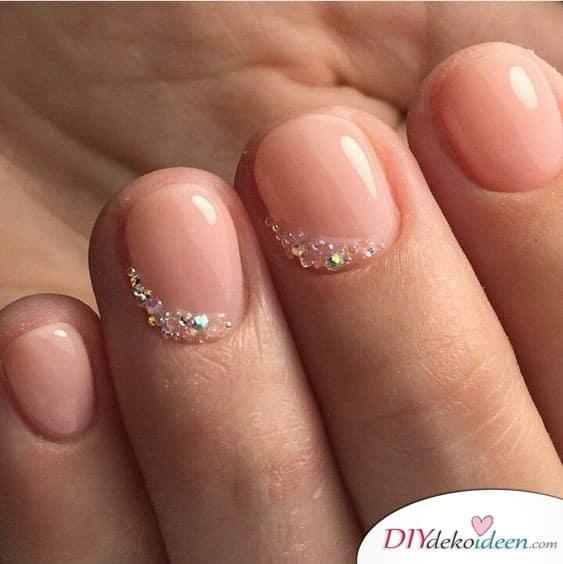 Durchsichtige Kristalle - kurze Nägel lackieren