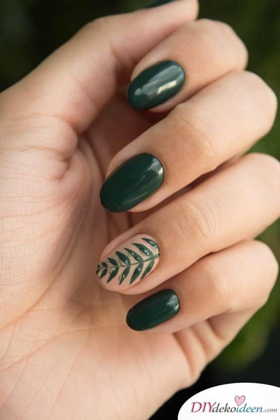 Tiefer jungle - forest green short nails