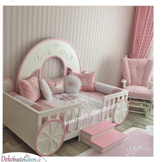 Eine Kutsche ganz in Rosa zum Träumen
