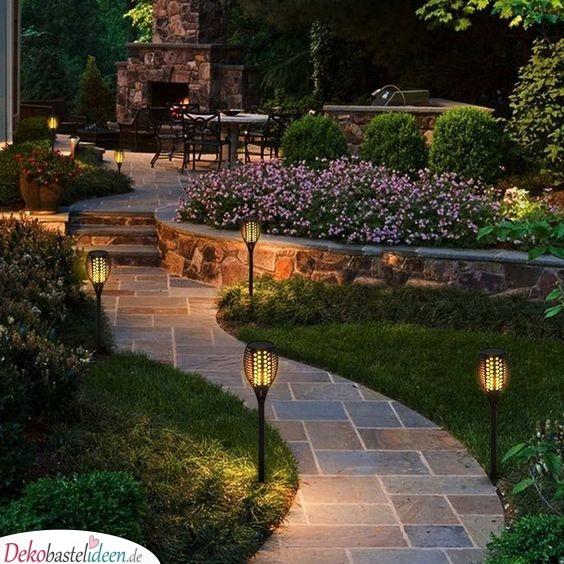 Die Lichter weisen den Weg - Fantastische Garten gestalten Ideen