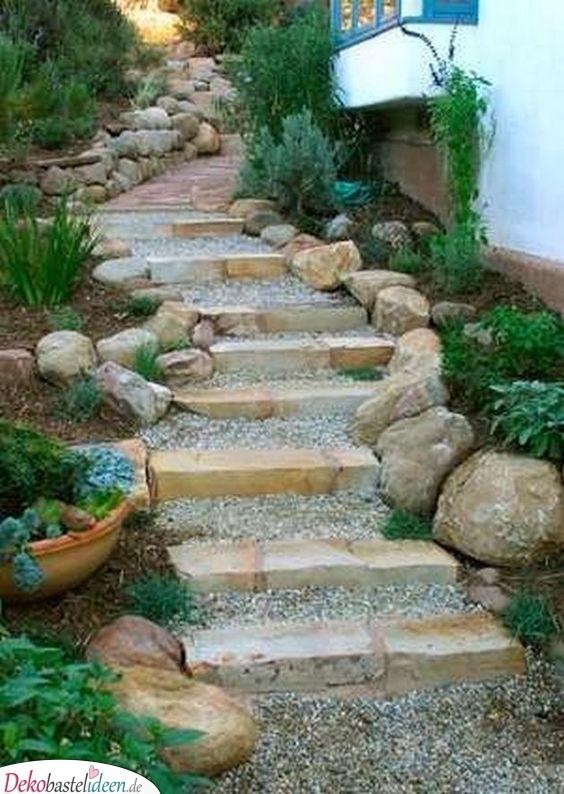 Stufen im Garten – Stein und Schotter