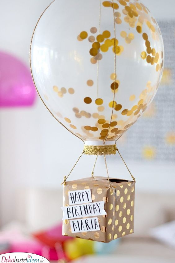 Heißluftballon mit Geschenk - ausgefallene Geschenkideen zum selber machen