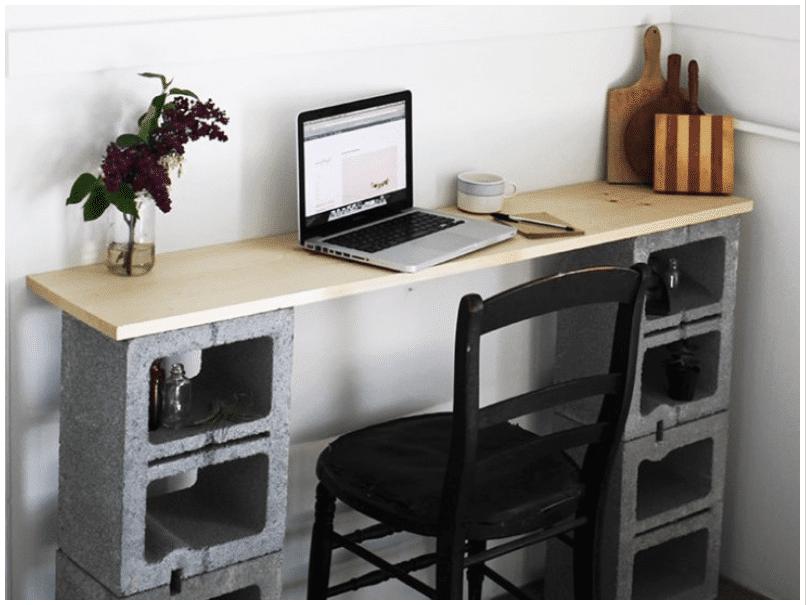 15 Ideen für den DIY Schreibtisch - Betonklötze als Tischbeine