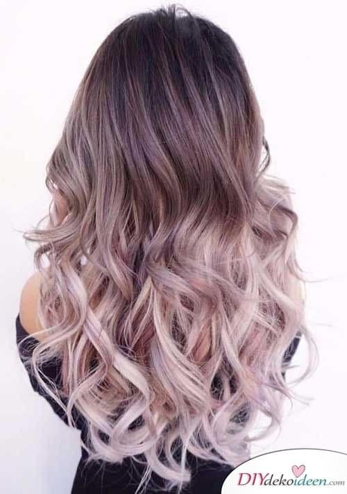 Ein herausragendes Ombre - Sommerfrisuren für lange Haare