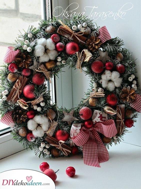 Eine Auswahl winterlicher Waren - Tolle Türdekoration für Weihnachten