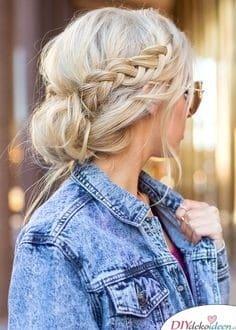 Sommerfrisuren für mittellange Haare - Eine unordentliche Hochsteckfrisur