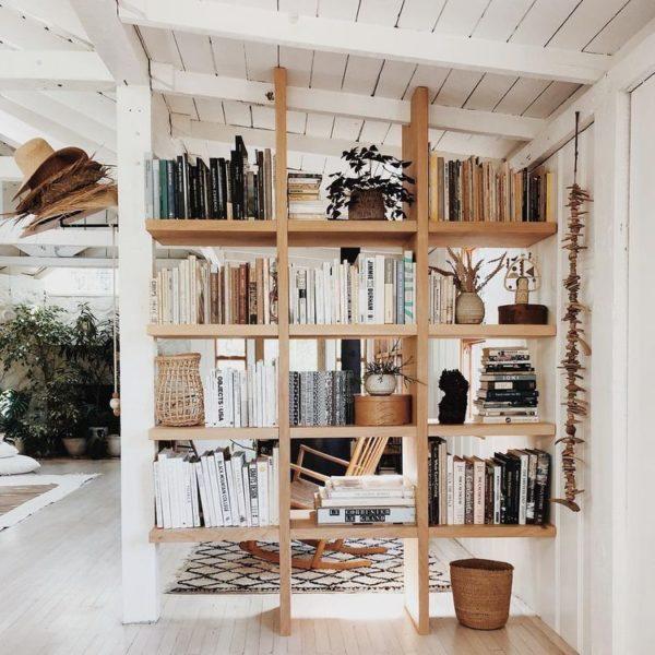 Ein sperriges Bücherregal als Raumteiler