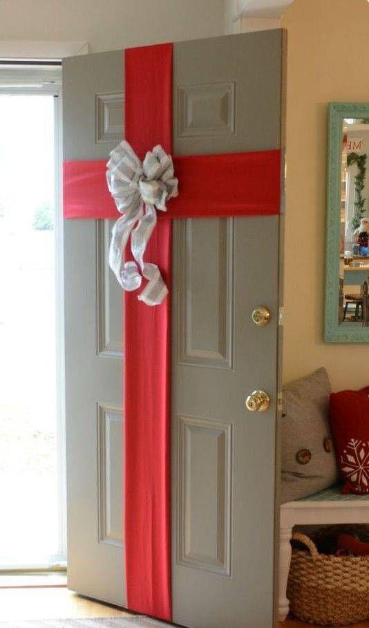 Eine verpackte Tür - Weihnachtsdeko für Draußen