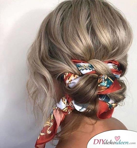 Ein Tuch im Haar für die Sommerfrisur - einfache Sommerfrisuren