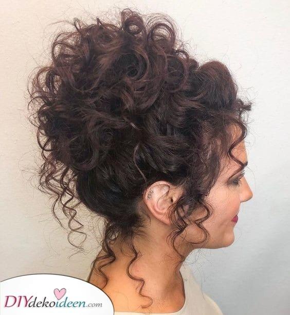 Eine fabelhafte Hochsteckfrisur - Tolle Frisuren für Frauen mit lockigem Haar