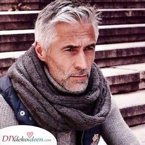 Robust und Streng - Beste Haarschnitte für ältere Männer