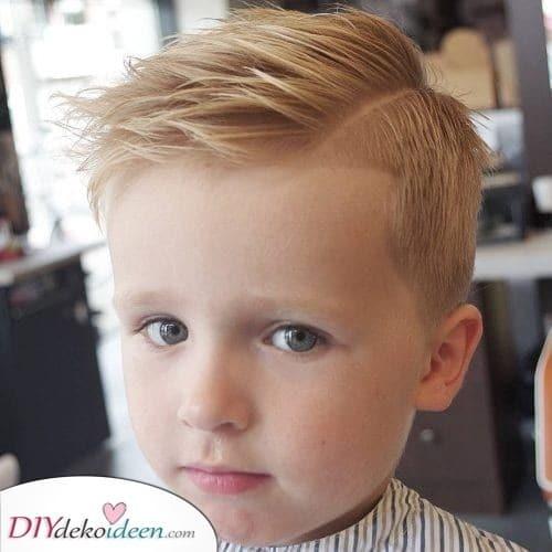 Etwas Trendiges - Frisuren von kleinen Jungen