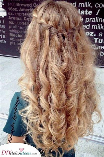 Elegant und Schick - Frisuren für lockiges Haar