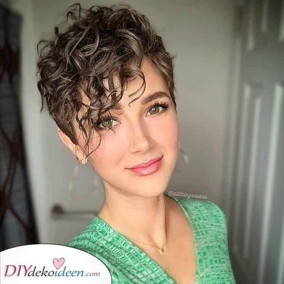 Kurz und stilvoll - Lockige Frisuren für kurzes Haar