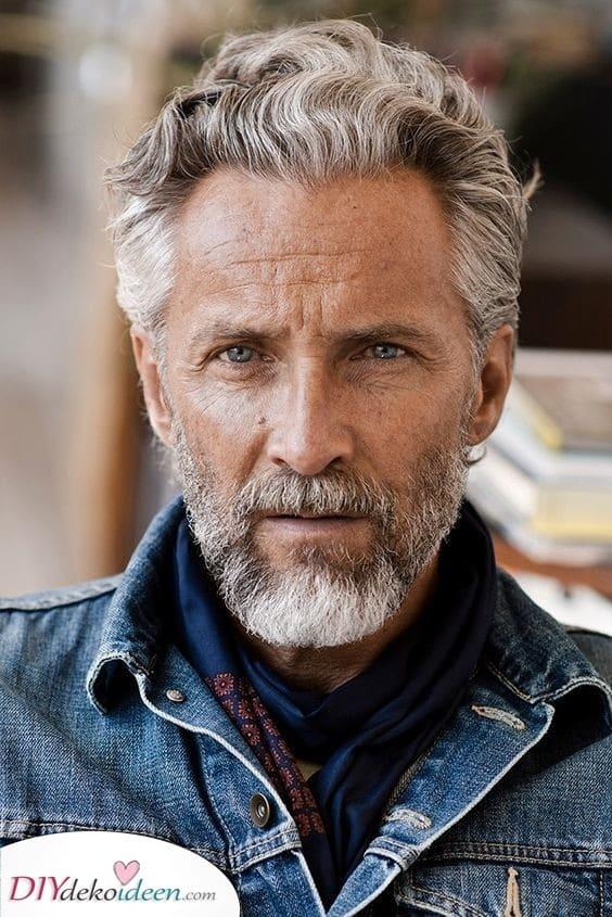 Weiche Wellen und Locken – Beste Haarschnitte für ältere Männer