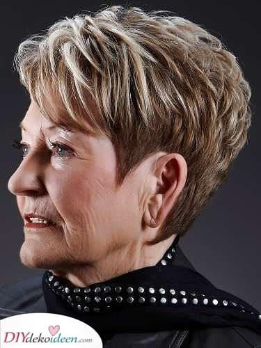 Highlights - Kurze Frisuren für Frauen über 50 mit feinem Haar