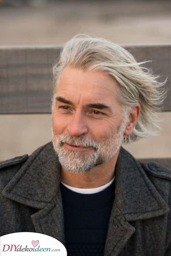 Klug und elegant - Beste Haarschnitte für ältere Männer
