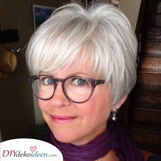 Moderner Spaß - Kurzhaarfrisuren für feines Haar ab 50